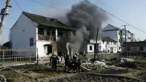 租客燃烧胶带引发农宅起火 肇事者已被拘留
