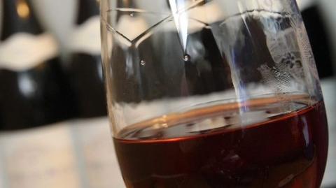 不上瘾还消炎,法国企业家推出大麻二醇葡萄酒