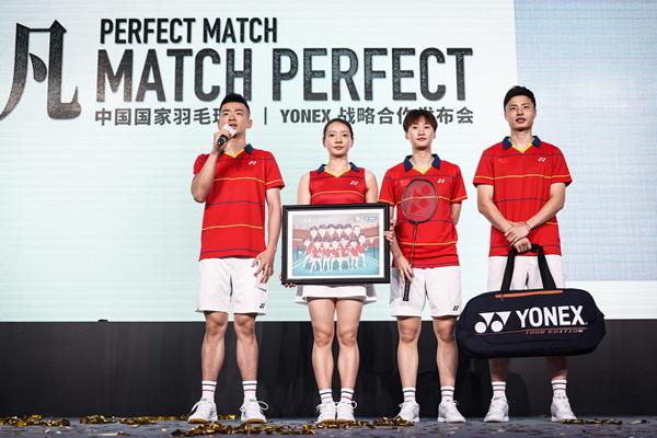 YONEX尤尼克斯赠予中国国家羽毛球队队员纪念品_副本.jpg