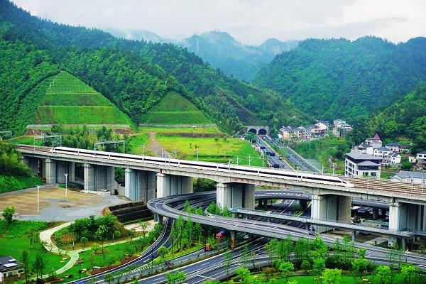 """长三角铁路春游运输方案出台 上海地区""""铁路+地铁""""推出五项服务举措"""