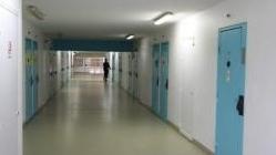 法国监狱囚满为患 700多人打地铺