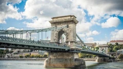 布达佩斯地标建筑链子桥启动大修