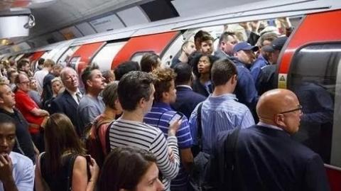 臭气哄哄细菌泛滥  巴黎伦敦的地铁还敢坐吗?
