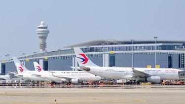 """浦东机场""""跑赢""""疫情全面恢复航班量"""