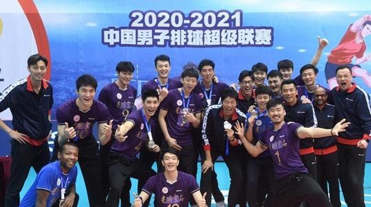 上海男排连冠的脚步暂停了 但全队收获的远不止一个联赛亚军……