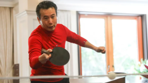 发球绝招梦里来,电视主持人吴四海的乒乓梦