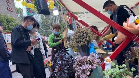 上海春日消费图景:在商场里野营,去市集上喝咖啡