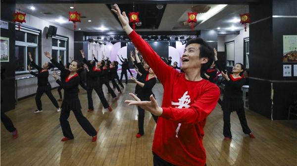 """申动 这位上海爷叔""""太会舞""""了!不仅舞出爱情和事业,更舞出精彩人生"""