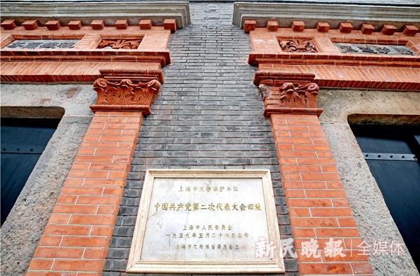 中共二大会址纪念馆正门-郭新洋_副本.jpg