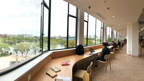 """""""别人家""""的图书馆——上海交大包玉刚图书馆重新开放"""