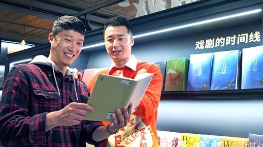 你在京戏演英雄我于舞剧扮裁缝 这对兄弟在上海以热血青春谱写红色赞歌