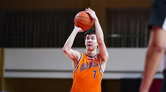 独得30分!郭昊文刷新上海男篮本赛季本土球员单场得分纪录