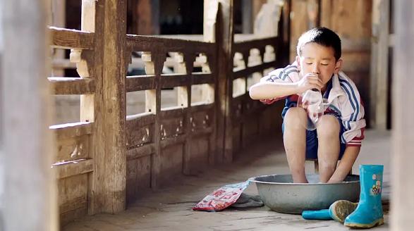 小朋友拍电影,拍着拍着就睡着了——《旺扎的雨靴》导演拉华加来沪与小影迷对谈