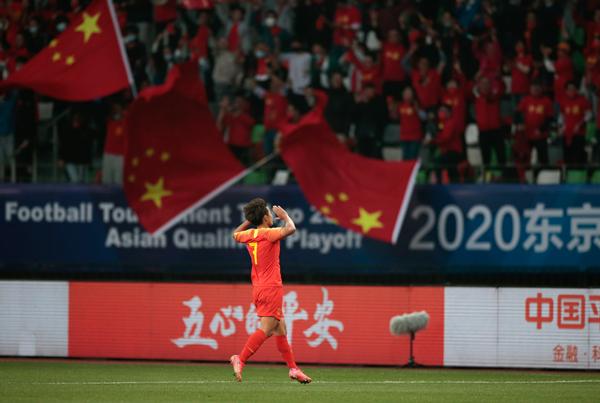 中国队球员王霜在比赛中庆祝进球-新华社downLoad-20210414092821_副本.jpg