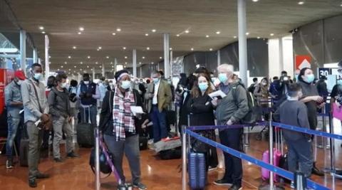 """大批印度旅客滞留巴黎机场 有工作人员行使""""撤退权"""""""