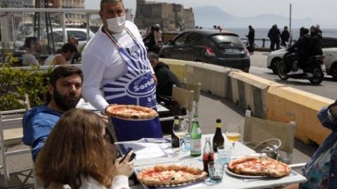 自助比萨贩卖机亮相罗马 可提供4种口味