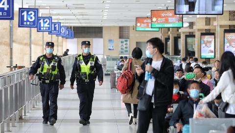 上海火车站今预计发送旅客15万人次,到达客流20万人次,上海警方确保小长假返程高峰平稳