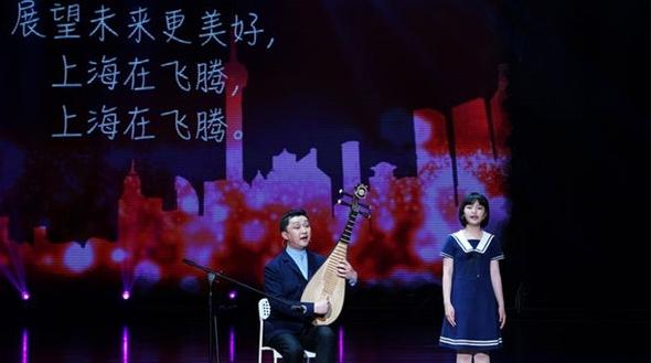 在上海国际儿童戏剧展演舞台上,有一对特别的父女……