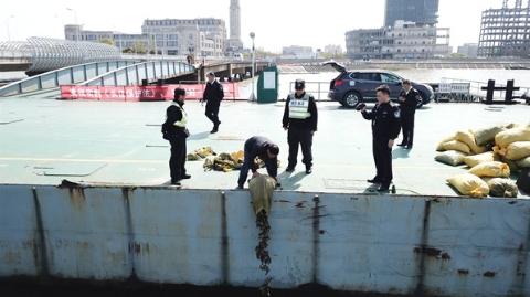零容忍!宝山警方持续开展打击长江流域非法捕捞行动