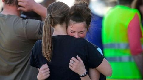美国六年级女生对同学开枪