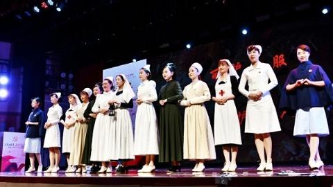 护士服年代秀演绎传承与创新 上海交大医学院别样授帽仪式致敬白衣天使