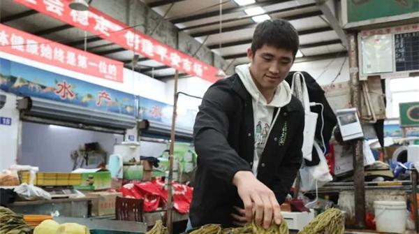 """柔道全国冠军谢亚东帮父母卖咸菜走红网络,这位乐动体育""""励志哥""""已定下新目标"""