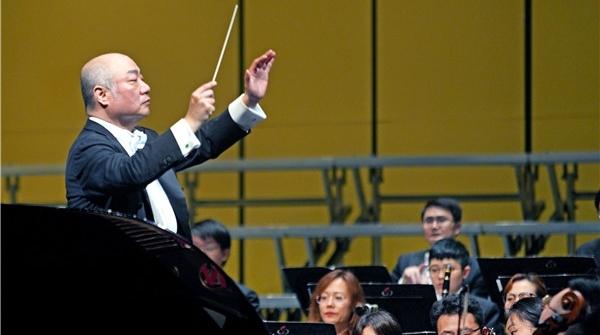 用歌声传递赤诚之心,许忠执棒乐动体育歌剧院连演两场交响音乐会