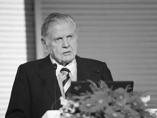 忆诺贝尔奖获得者罗伯特·蒙代尔