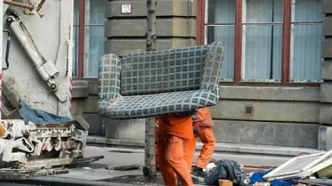 """匈牙利""""大垃圾日""""来了,扔垃圾也要""""挑日子"""""""