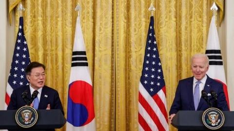 """文在寅""""拜""""登:韩美同盟再出发?"""