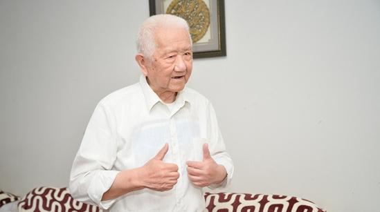 这位93岁的中共地下党员,是沪剧《飞越七号桥》真正的主角!
