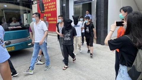 工业级胶水也有假?黄浦警方重拳出击打掉3个制假贩假窝点
