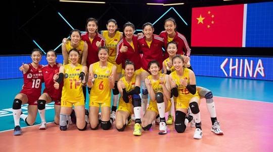 世联赛中国女排完胜荷兰队 郎平第三局为何雪藏朱婷?