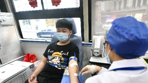 世界献血者日|乐动体育75%的献血者是年轻人!为爱举手,今天请向无偿献血者致敬!