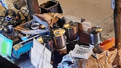 街边小店露天煮粽子 二楼居民不堪其扰