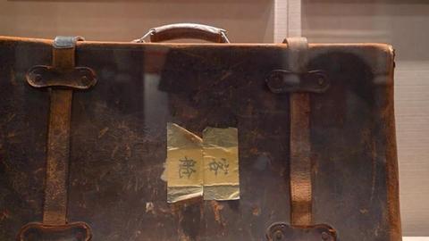 """一个皮箱用了62年,一件棉衣缝了32个补丁……共和国""""红色掌柜""""为何这么""""抠""""?丨红馆新发现vlog⑧"""