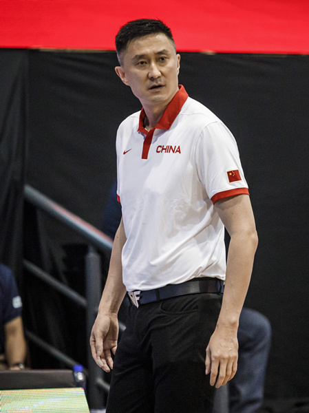 中国队主教练杜锋在比赛中指挥-新华社downLoad-20210617081958_副本.jpg