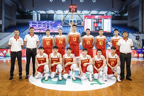 中国队成员在比赛开始前合影-新华社downLoad-20210617080521_副本.jpg