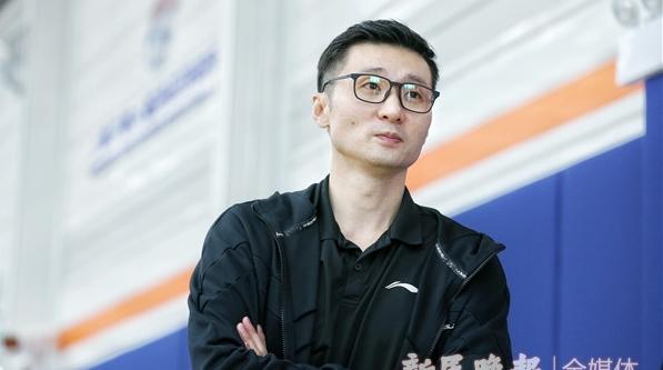 刘炜担任上海男篮青年队主教练,为未来执教一线队先打基础