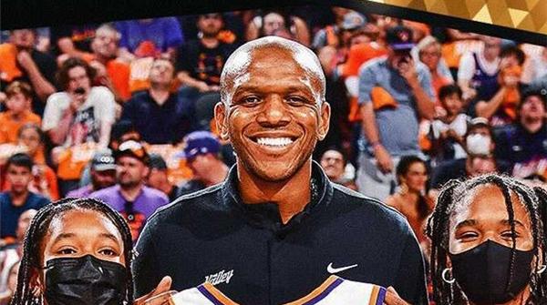 太阳队琼斯当选NBA最佳总经理