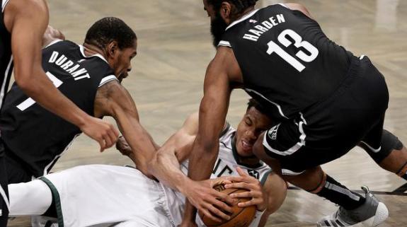抢七战分别击败76人和篮网 老鹰和雄鹿晋级NBA东部决赛