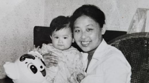 黄圣依和妈妈的新书发布,妈妈邓传理曾是本报编辑