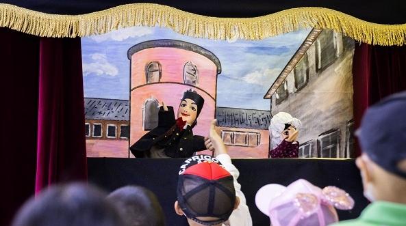 木偶来了 孩子笑了 法国木偶戏走进儿童医学中心