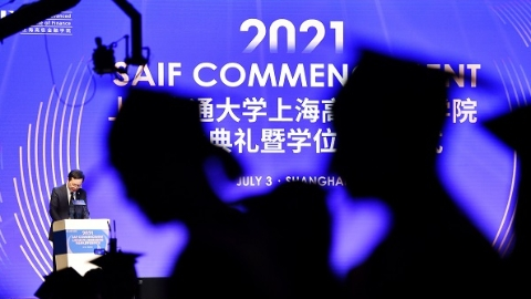 """2021届405名学员正式毕业!这所对标""""中国的世界级金融学院"""" 已培养出5000名金融行业人才"""