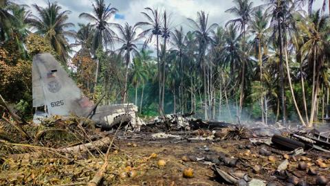 菲律宾军机坠毁 导致47人死亡