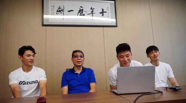 """崇明根宝基地成立21周年,武磊颜骏凌王燊超一起""""回家""""了!"""