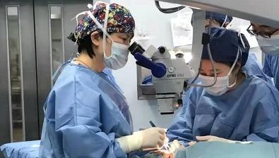 7岁孩子近视1300度 儿童医院为多名高度近视患儿行后巩膜加固术联合斜视矫正术