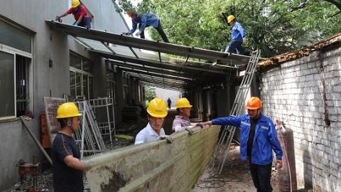 2021夏令热线 彩钢棚违建寄居厂区占消防通道 开拆!