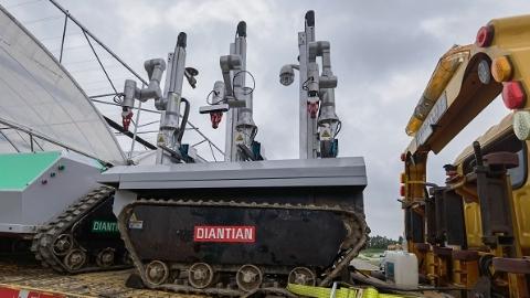 数字化申活·标杆应用 | 近三十个机器人集结这家农业合作社,农民千里之外也能指挥TA们干农活