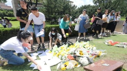 """今天是赵世炎烈士牺牲94周年纪念日 龙华烈士陵园举办了一场特殊的""""跨越时空的见面会"""""""